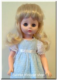 Κούκλα ΚΕΧΑΓΙΑ από τα τέλη της δεκαετίας 1970's.  Είναι σε άριστη κατάσταση, καθαρή και χτενισμένη.   Ύψος 33εκ.