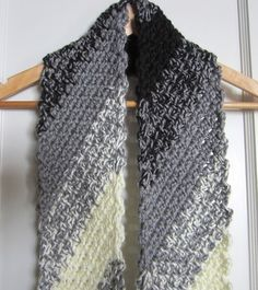 crochet, scarf, black and white, diagonal 002