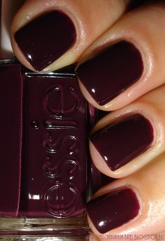 Essie - Carry On. I love this color, too bad essie nail polish never stays on my nails well. Love Nails, How To Do Nails, Pretty Nails, My Nails, Fall Nails, Pink Nails, Cute Nails For Fall, Winter Nails, Nails For Autumn