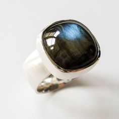 Hoogenboom & Bogers Edelsmeden. Statement ring, silver w/ a big labradorite.