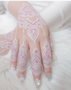 In this article, you will see the out-of-the-box situations faced by tattooers and what should be done during tattooing. This is certainly not a shift. On the contrary, it is … Henna Tattoo Hand, Henna Tattoos, White Henna Tattoo, Henna Art, Henna Hand Designs, Unique Mehndi Designs, Beautiful Henna Designs, Henna Tattoo Designs, Gold Henna