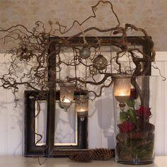 Sofie är utbildad florist och tycker om att skapa vackra blomsterarrangemang till jul. Här har hon arrangerat hyacinter, rosor, kottar och trollhassel i ett fint stilleben. Rosorna är placerade i små plaströr med vatten. Mossan fungerar både som dekoration och till att dölja vattenrören. Tea Lights, Wall Lights, Branch Chandelier, Old Windows, Winter Wonder, My Room, Candle Sconces, Rustic Decor, Shabby Chic