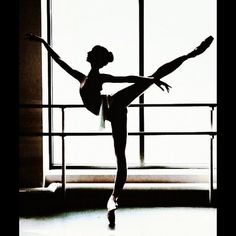 An extreme arabesque - however, notice how the upper back, shoulders and back of the neck remain perpendicular to the ground even though the pelvis is tilted forwards. Remember this image for your next class! - loved ballet even though it was PAINFUL! Dance Photos, Dance Pictures, Ballet Photography, Beauty Photography, Yoga, Poses, Dance Hip Hop, Dance Aesthetic, Tutu