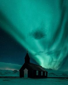 A magical night at the Black Church of Búðir Snæfellsnes #iceland : @mbeiter
