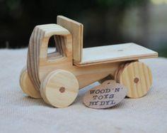 Trevor - camión de juguete de madera hecho a mano
