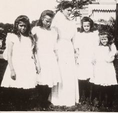 olga-the-white-rose-of-russia:  Empress Alexandra Feodorovna with her four daughters Maria, Olga, Tatiana, and Anastasia  And that's the Lower Dacha in the background.