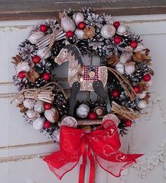 Koník+s+červenou+mašlí+Věneček+s+dřevěným+koníkem,+průměr+28+cm. Christmas Wreaths, Holiday Decor, Home Decor, Decoration Home, Room Decor, Advent Wreaths, Interior Decorating