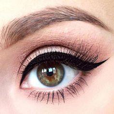 Winged Eyeliner Style for Round Eye Shape picture 1 #eyelinerstyles #EyelinerPencil Eyeliner For Eye Shape, Best Winged Eyeliner, Eyeliner Shapes, Simple Eyeliner, Perfect Eyeliner, How To Apply Eyeliner, Eye Shapes, Eyeliner Ideas, Winged Liner