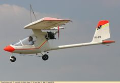 The aircraft has two wings which can be dismounted for transport. The leading edge box consists of a spar and fibreglass leading edge, supplemented by an alloy rear strut. The wing profile is defined by preformed aluminum ribs. The trailing edge spar is laminated fiberglass. These three elements are interconnected by compression rods, cables and ribs, and ensure the shape and tension of the fabric coating for good aerodynamic efficiency.