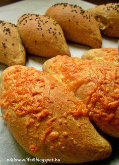 NIKK NEW LIFE  -   ÚJ ÉLET SZABADON, BOLDOGAN, JÓÍZŰEN: Teljes kiőrlésű duci buci sajttal, fekete szezámma... Nikko, New Life, Baked Potato, Potatoes, Bread, Baking, Pcos, Ethnic Recipes, Bread Baking