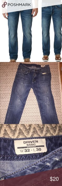 """Buffalo Jeans men's straight leg W32 L30 Well worn with rip at knee. Buffalo Jeans style """"Driven Basic Straight"""". W32-L30. Straight fit, whiskering, crinkle effect, five-pocket design, belt loops, zip fly and single button fastening. 78% cotton, 21% polyester, 1% spandex. Buffalo David Bitton Jeans Straight"""