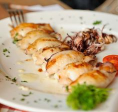 Savor This Seared Baby Squid With Parsley and Garlic (French Calamari) Calamari Recipes, Squid Recipes, Baby Food Recipes, Healthy Dishes, Tasty Dishes, Food Dishes, Entree Recipes, Seafood Recipes, Charbroiled Oysters Recipe