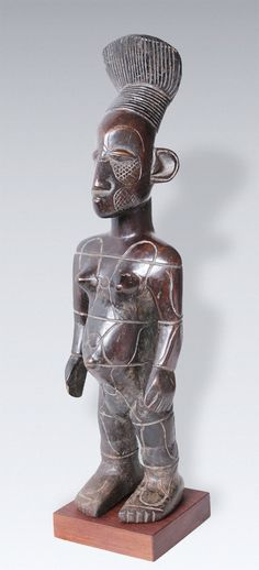 Mangbetu female Ancestor figure beli -  Dimensions (height x width x depth): ca. 39 x 10 x 11 cm (without stand) Weight: approx. 920 g (with base) material: wood, carved from one piece.- Cf Mangbetu harps with same tracing marks on body