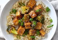 A delicious easy recipe for fried tofu with sesame and broccoli! - The easy recipe for fried tofu with sesame and broccoli! High Protein Vegetarian Recipes, Vegetarian Breakfast Recipes, Healthy Salad Recipes, Diet Recipes, Clean Eating Vegetarian, Vegetarian Meals For Kids, Tofu Frit, Sesame Tofu, Pigeon Peas