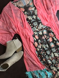 Look 👀 at this combo...it is gorgeous!!! 2XL Amelia $65 with a beautiful coral L Monroe $48.