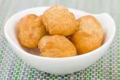 Jamaican Fried Dumplings, a popular bread-style side, is fit to accompany any meal throughout the day. Similar to Johnny cakes. Jamaican Cuisine, Jamaican Dishes, Jamaican Recipes, Jamaican Curry, Beignets, Fry Dumpling Recipe, Jamaican Fried Dumplings, Snack Recipes, Cooking Recipes
