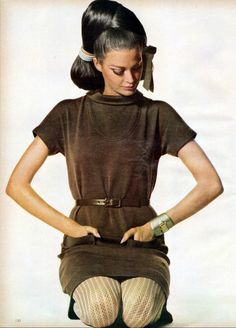 Editha is wearing nutmeg-brown knitted wool dress with thin leather belt by Kimberly, watch by Girard Perregaux, coiffure by Ara Gallant, photo by Penn, Vogue US Feb. 1967 Fashion, Sixties Fashion, Vogue Fashion, Fashion Photo, Retro Fashion, Fashion Beauty, Vintage Fashion, Fashion Models, 60s Vintage Clothing