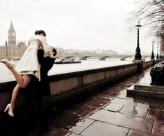 does anyone notice Big Ben in the background or are we too taken by the adorable couple? (and her flawless trench coat)