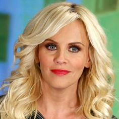 Jenny McCarthy Height Weight & Favorite things. Jenny McCarthy wiki, Measurements, Biceps, Waist, Cheast, Net worth, shoe size, body statistics.Jenny McCart
