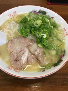 福岡市早良区西新のはじめのワンタン麺 Japanese Ramen, Japanese Food, Junk Food, Steak, Pork, Ethnic Recipes, Frame, Kale Stir Fry, Pigs