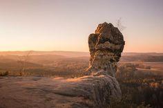 Kudy z nudy - Čapská palice a skalní hrad Čap - nádherné rozhledy do krajiny Kokořínska Mount Rushmore, Dubai, Lion Sculpture, Statue, Mountains, Travel, Pictures, Viajes, Destinations