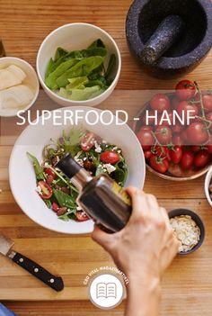 Die Hanfpflanze ist reich an wertvollen Omega-3 Fetten und weist einen hohen Proteingehalt auf ➡ Zudem kann man aus den Samen in nur wenigen Minuten ganz einfach eine pflanzliche Milchalternative herstellen 🥛 Ein wahres Superfood 🌱 Wie das funktioniert sowie weitere ernährungsphysiologische Vorteile der Hanfpflanze erfahren Sie in unserem Magazinartikel 📖 Superfood, Omega 3, Cod, Simple, Hemp, Benefits Of, Healthy Recipes, Seeds, Plants