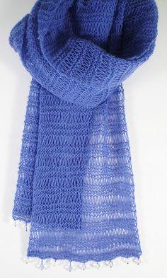 Love!  Simple Lace Scarf pattern by Frankie Brown #FreePattern