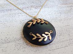 Leaf Messing Medaillon mattschwarz an Kette von MiMaMeise ♥  auf DaWanda.com
