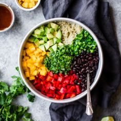This healthy mango black bean quinoa salad with avocado will be your favorite easy lunch or summer salad to bring to parties. Dressed with a yummy honey chipotle lime dressing for vibrant, bright flavor! Quinoa Salad Recipes Easy, Healthy Salads, Lunch Recipes, Vegetarian Recipes, Healthy Recipes, Party Recipes, Vegetarian Lunch, Black Bean Quinoa, Spinach Strawberry Salad