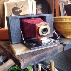 Found this Vintage / Antique CAMERA Today and had to buy it ! ...... Download the App called : FLEATIQUE on the App Store ..... cameras antiques photos photo photograph photography picture pictures old fleamarket flea market store shop mall decor american pickers junk gypsy gypsies