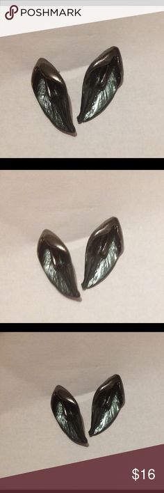 """Vintage pierced earrings calla lily silver These a beautiful, shaped like calla lilies. They are about 1"""" long and are very well made. They are not a shiny silver but look to be more like a darkened pewter in color. Very unusual Jewelry Earrings"""