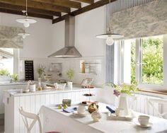 ¿Te gustaría tener un un pequeño espacio para comer en la cocina? Toma nota de estos consejos para ganar espacio.