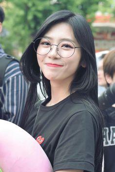 Imagine you as Blackpink's member Kpop Girl Groups, Korean Girl Groups, Kpop Girls, Extended Play, Asian Woman, Asian Girl, Kim Min Ji, Jiu Dreamcatcher, Pink Princess