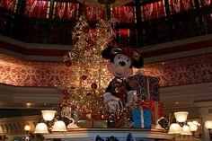 Minnie and her #Christmas Tree in #DisneylandParis