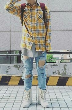 Yeezy Outfit, Pantalon Cargo, Style Japonais, Japan Fashion, Men's Fashion, Hypebeast, Ripped Jeans, Sneakers, What To Wear