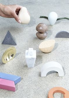 These twelve 'Conversation Pieces' are designed to bridge that gap. They offer something to hold on to during a therapy session: in addition to trying to find the right words, you could also try to find the right object. They all fit in the palm of your hand, but each has its own material and shape, referring to various psychological themes and archetypes. A soft, round leather ball could stand for loving or smothering care, a rubber string for flexibility or even sneakiness. =