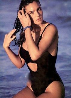 Monica Bellucci Makeup, Monica Bellucci Young, Marie Curie, Italian Women, Italian Actress, World Star, How To Look Classy, Most Beautiful Women, Beautiful Actresses