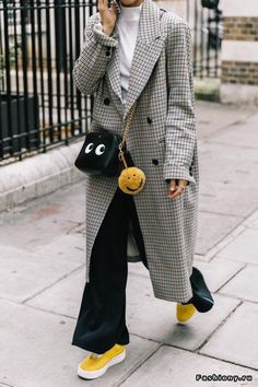 London Fashion Week 2018 / street style / fashion / trending / check coat / sneakers