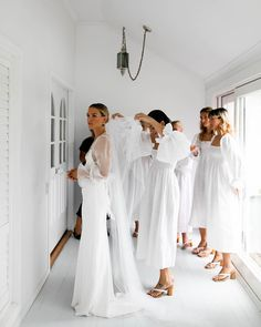 These Women 🙌🏼 My dream team of beautiful bridesmaids wearing linen with heavenly sleeves, heels, of… Wedding Goals, Dream Wedding, Wedding Day, Wedding Blog, How To Pose, White Bridal, Beautiful Bride, Bridal Style, Bella
