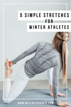 5 simple stretches every winter athlete should be doing to help skiers, snowboarders, and every snow sport in order to recover faster and come back stronger Post Workout Stretches, Easy Stretches, Easy Yoga Poses, Butt Workout, Exercise, Outer Hip Stretches, Quad Stretch, Workout Plan For Women, Workout Guide