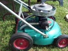 Another picture of a Velva-Cut. It appears that the exhaust dumps under the deck. I hope it doesn't run hot. Small Tractors, Old Tractors, Antique Tractors, Vintage Tractors, Old Garden Tools, Lawn And Garden, Grass Cutter, Lawn Mower Tractor, Lawn Equipment