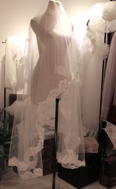 Custom+listingAlencon+lace+Chapel+Length+wedding+by+BewitchingLace,+£34.00