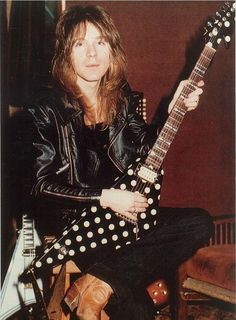 Randy Rhoads rare seated pic playing his polka dot flying v Jeff Beck, Sweet Home Alabama, Gary Moore, 80s Metal Bands, Rock N Roll, Black Label Society, Heavy Rock, Heavy Metal Music, Live Rock