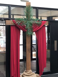 Palm Sunday Easter Altar Decorations, Lent Decorations For Church, Craft Decorations, Church Flower Arrangements, Church Flowers, Church Lobby, Church Stage, Church Events, Christian Decor