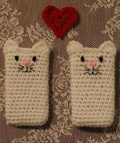Cat Phone Cozy.  Free pattern.  Haak & Smaak