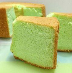 Baking on Cloud Pandan chiffon cake Pandan Chiffon Cake, Pandan Cake, Durian Recipe, Orange Sponge Cake, Sponge Cake Recipes, Bread Cake, Almond Cookies, Pastry Cake, Dessert Recipes
