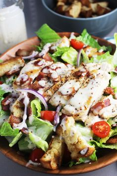 This healthy hearty and satisfying main course salad recipe is a deconstructed version of a club sandwich with golden buttery croutons juicy chicken and bacon on a bed of romaine and tomatoes and topped with a creamy dressing so delicious you'll want Salad Recipes For Dinner, Chicken Salad Recipes, Salad With Chicken, Recipes With Chicken Low Carb, Dinner Salads Healthy, Meal Salads, Healthy Dinner Options, Chicken Salads, Cooking Recipes