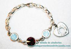 Pulsera con piezas de zamak bañadas en plata y cristales de swarovski.