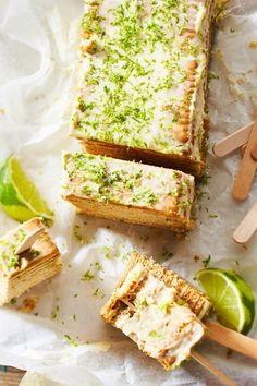 Keks oder Kuchen? Wir können uns einfach nicht entscheiden, was leckerer ist. Daher haben wir beides zu einem knusprigen Snack miteinander kombiniert und aufgespießt. So lässt er sich auch prime auf der Party vernaschen. #kuchen #kekse #butterkeks #limetten #sweetsnack #partysnack #partykuchen #partyfood