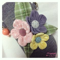 Cloth Flowers, Diy Flowers, Fabric Flowers, Cross Stitch Embroidery, Embroidery Patterns, Fabric Origami, Pillow Tutorial, Making Hair Bows, Quilted Bag